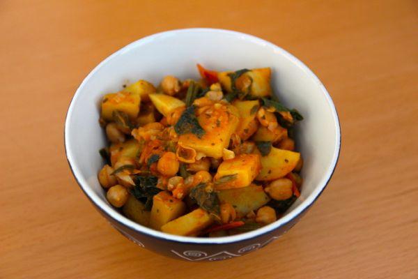 Eintopf mit Kartoffeln-Kichererbsen-und-Spinat