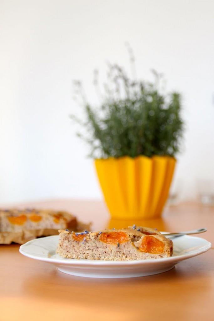 Mandel-Aprikosenkuchen mit Lavendel